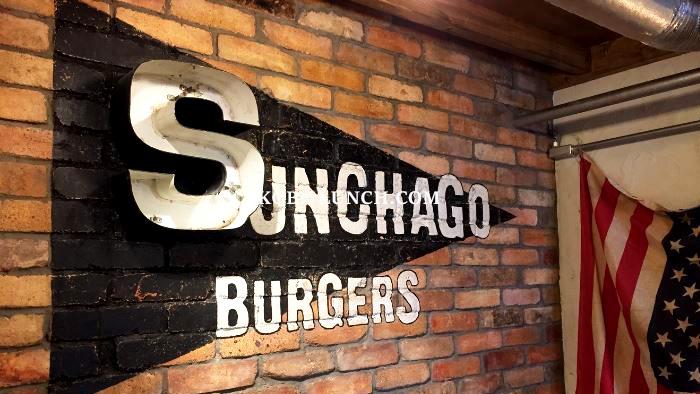 【神戸】サンチャゴのこだわり玄米バンズハンバーガーに驚き【元町】