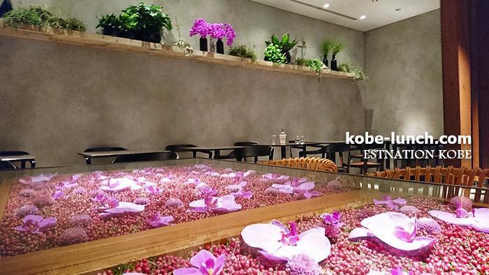 ニコライバーグマン カフェ 神戸 花のテーブル