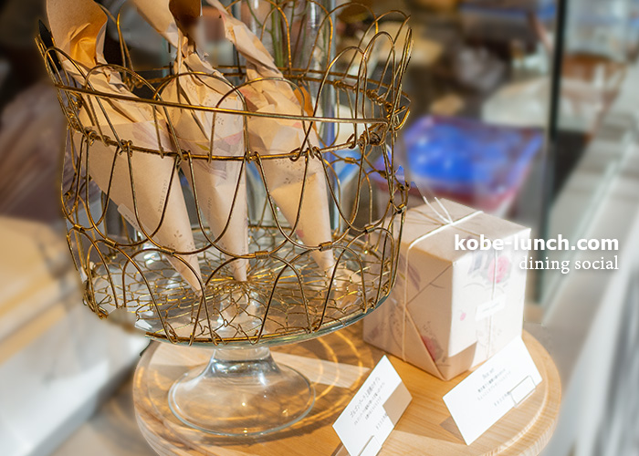cake stand dining social