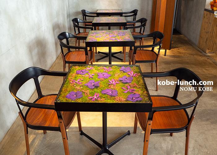 ニコライバーグマン三宮 花のテーブル