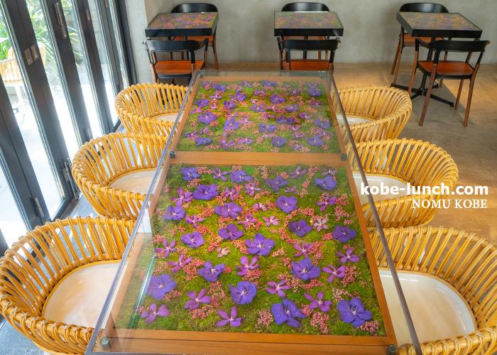 花のテーブル ニコライバーグマンカフェ