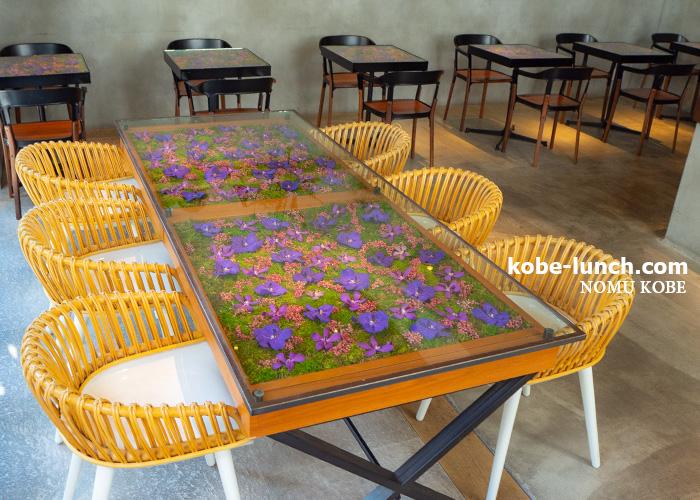 ニコライバーグマンカフェ 花のテーブル